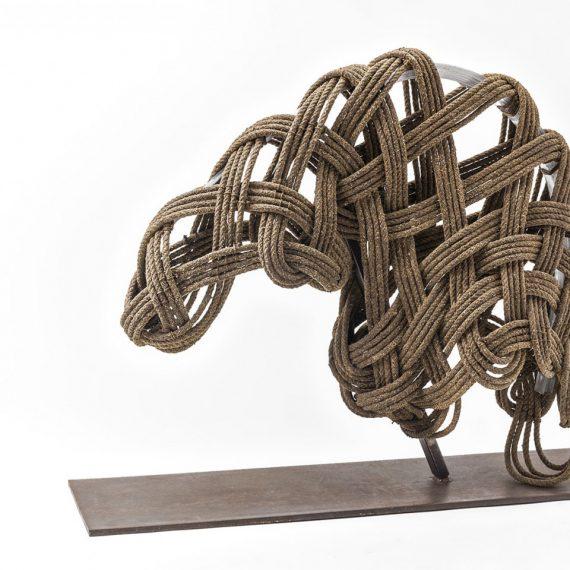 clem_Essenza ..._corda e scpago catramati, ferro, policarbonato_70x100x40-min