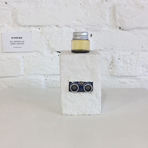 installazione con bottiglia, fluido magnetico, arduino 2020, 30x10x10 cm