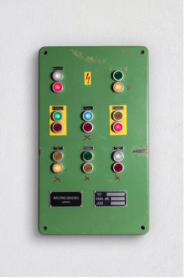 Green machine (natura morta) di machina imaginis, macchina con suoni, 66x39 cm, 2018